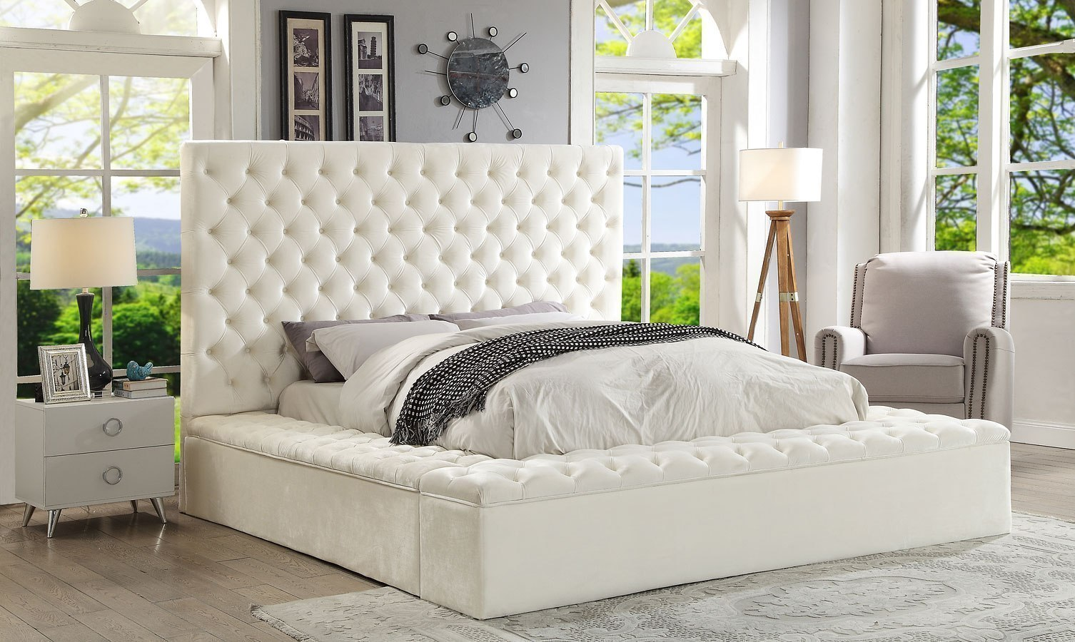Picture of: Bliss Upholstered Platform Storage Bed White By Meridian Furniture Furniturepick