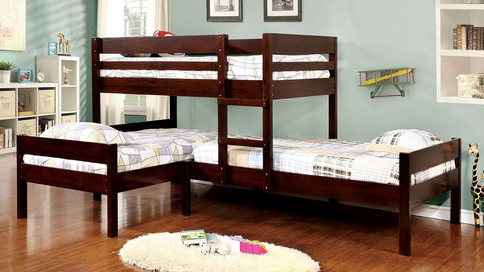 Picture of: Ranford L Shaped Triple Twin Bunk Bed By Furniture Of America 5 Review S Furniturepick