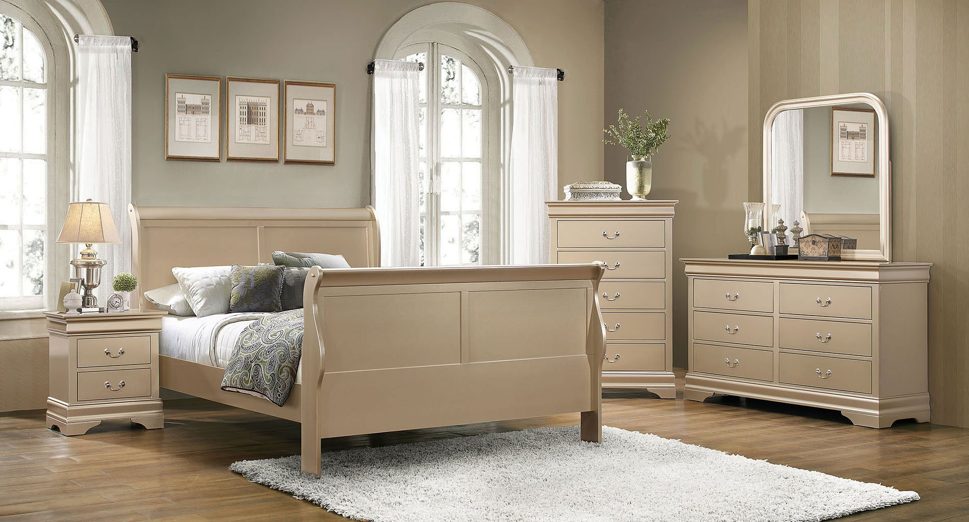 Elegant Hershel Louis Philippe Bedroom Set (Champagne)