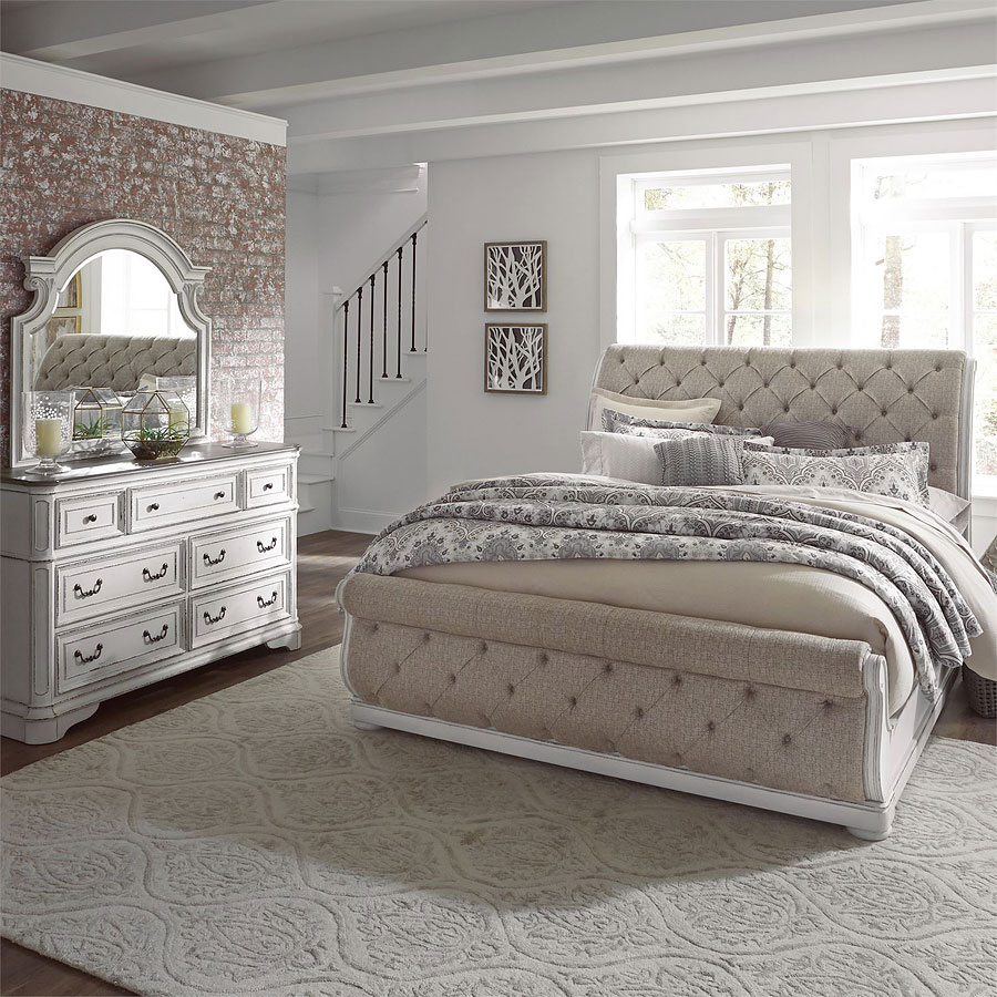 Magnolia Manor Upholstered Sleigh Bedroom Set By Liberty