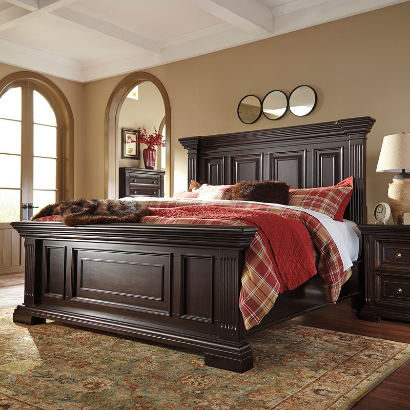 Willenburg Panel Bedroom Set By Signature Design By Ashley