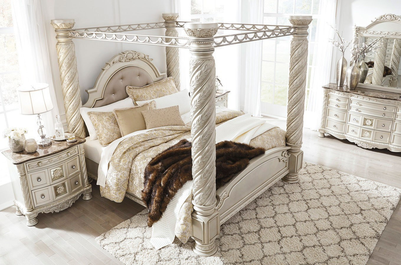 Classic Canopy Bedroom Set Design