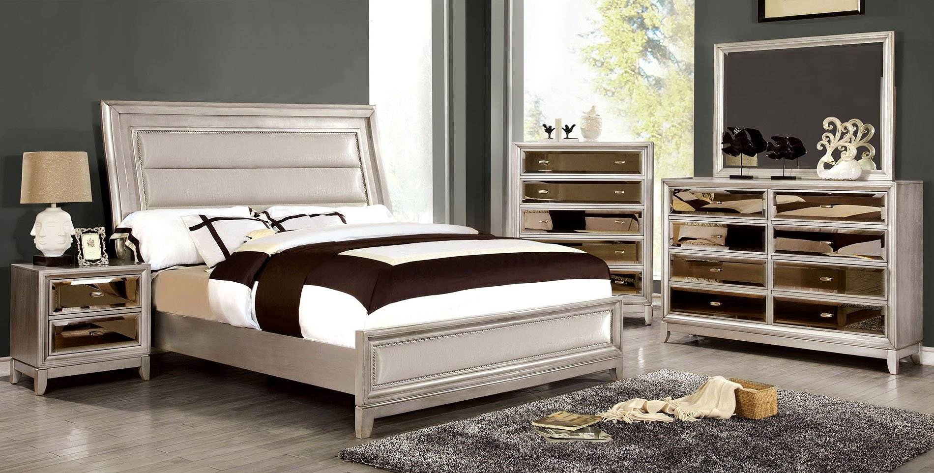 Superieur Golva Low Profile Bedroom Set (Silver)