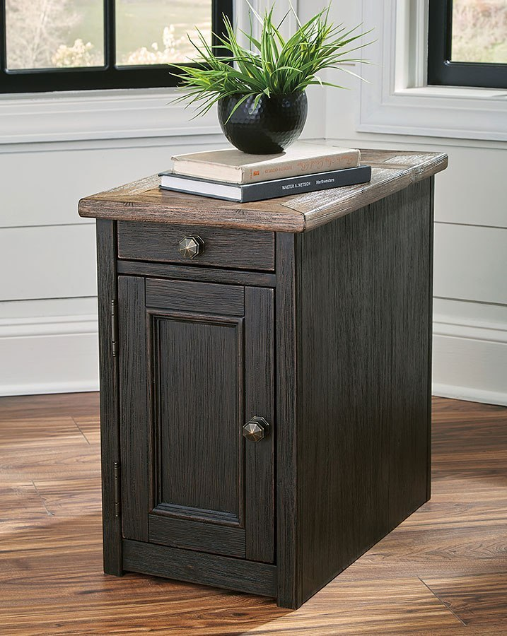 Tyler Creek Chairside End Table W Power Supply By