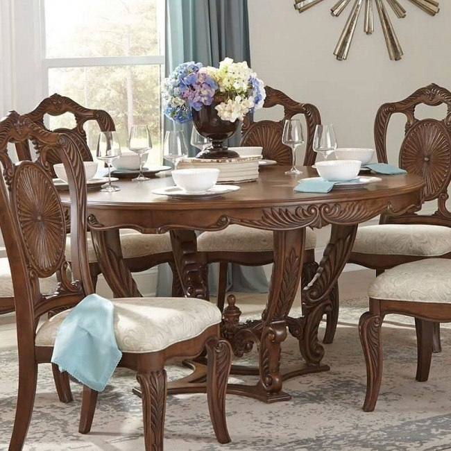 Moorewood Park Round Dining Table