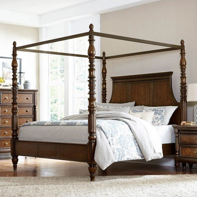 Verlyn Canopy Bed