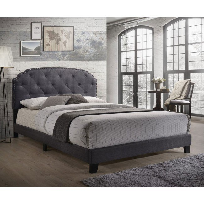 Tradilla Queen Upholstered Bed