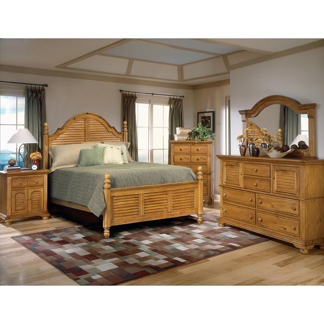 Cottage Traditions Poster Bedroom Set (Sandstone)