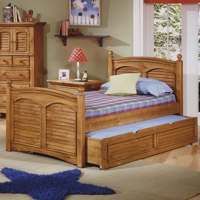 Cottage Traditions Youth Poster Bed (Sandstone)