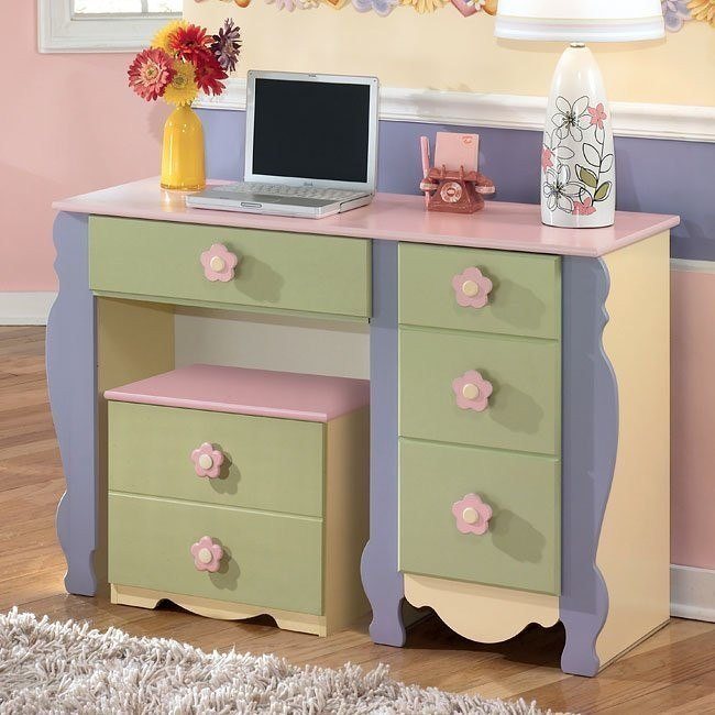 Doll House Youth Desk w/ Rolling Box
