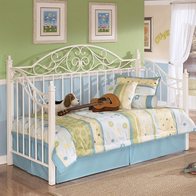 Exquisite Metal Day Bed