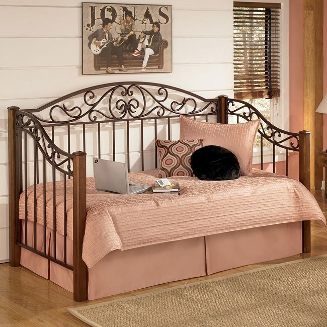 Wyatt Day Bed